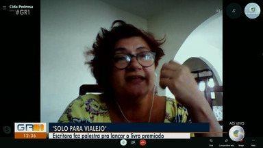 """Escritora realiza palestra para lançar o livro premiado no Sesc Ler em Bodocó - O livro de poesia """"Solo para Vilarejo"""", da autora pernambucana Cida Pedrosa, foi eleito o melhor livro do ano no prêmio Jabuti."""