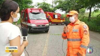 Uma pessoa morre e outra fica gravemente ferida após moto bater em poste - Acidente foi registrado no bairro Mangueiras, em Coronel Fabriciano.