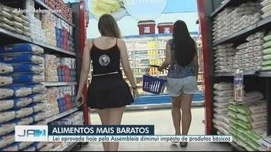 Lei aprovada pela Assembleia diminui imposto de 17 produtos, em Goiás - Lei foi aprovada nesta quinta-feira.