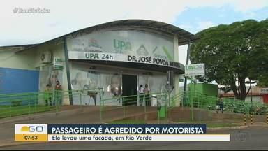 Homem é esfaqueado por motorista de aplicativo em Rio Verde - Passageiro e motorista se desentenderam sobre o valor da corrida.