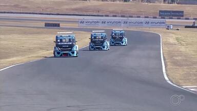 Equipe de Laranjal Paulista briga pelo título da Copa Truck em Interlagos - A equipe Iveco Usual Racing, de Laranjal Paulista, chega à última etapa da competição de Copa Truck, em Interlagos. As duas corridas serão disputadas no domingo, a partir das 14h.
