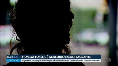 Homem tosse e é agredido dentro de restaurante por um homem que o acusa de ter Covid - A mulher também foi agredida. Ela conta que ele tinha engasgado, por isso tossia.