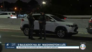 Três pessoas são baleadas na Avenida Washington Luis - Três pessoas foram baleadas por policiais da Rota na Avenida Washington Luis, perto do Aeroporto de Congonhas. Faixas estão bloqueadas nos dois sentidos e o trânsito é complicado.