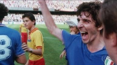 Morre Paolo Rossi, o homem que fez o Brasil chorar em 1982 - Atacante marcou os 3 gols que eliminaram a Seleção da Copa do Mundo da Espanha. Ex-jogadores brasileiros lamentam o falecimento do ídolo italiano.