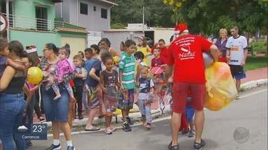 Grupo distribui brinquedos e doces para crianças em Poços de Caldas - Grupo distribui brinquedos e doces para crianças em Poços de Caldas