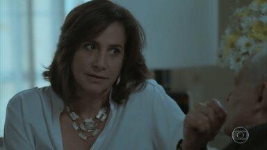 Heleninha questiona o pai sobre a parte dos negócios de que ele abriu mão - Eurico não se conforma com o retorno de Garcia