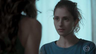 Ivana pergunta como Joyce reagiria se ela não fosse menina - Socialite tenta conversar com a filha