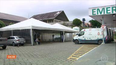 Hospitais de Manaus estão à beira do colapso por causa da demanda de leitos para Covid - Tendas foram montadas para ajudar na triagem de pacientes com suspeita de Covid-19.