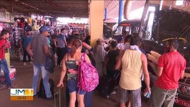 Falta de fiscalização em terminal de Santa Inês gera transtornos - Veículos não autorizados entram, saem e até estacionam na área exclusiva para ônibus, a todo instante.