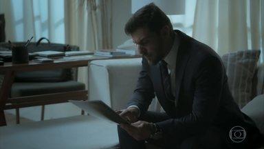 Caio não acredita em Dantas e decide falar com Bibi - A manicure fica apreensiva quando o ex-namorado marca encontro urgente com ela