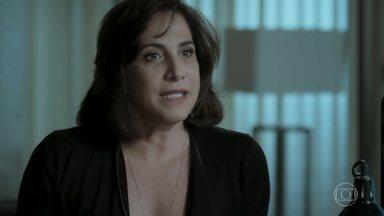 Heleninha revela a Caio que Bibi está dando ordens na comunidade - Ela conta ao irmão que Elvira passou a noite no baile funk do morro