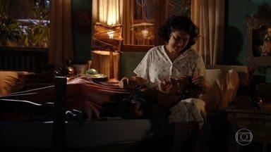Maria Adília coloca Candinho para dormir - Ele pede para que sua mãe conte quem é seu pai