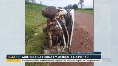 Mulher fica ferida em acidente na PR-160 - Ela bateu contra um barranco e capotou na pista na região de Congonhinhas.