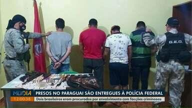 Presos no Paraguai são entregues à Polícia Federal, em Foz do Iguaçu - Os dois brasileiros eram procurados por envolvimento com facções criminosas.