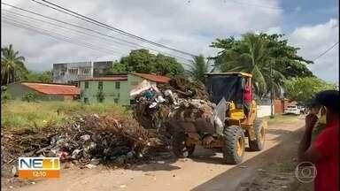 Itamaracá enfrenta acumulo de lixo - Problema acontece sempre no período de férias e prefeitura alega que é ocasionado pelo grande número de pessoas que seguem para a ilha.