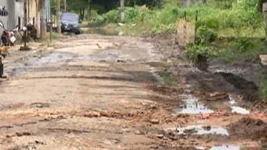 Temporal causa alagamento nas ruas de Itaquaquecetuba - Os moradores da Vila Japão sofrem com o problema sempre que as chuvas são intensas e frequentes.