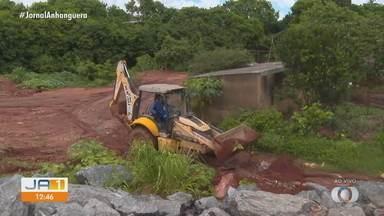 Moradores sofrem com estragos causados por chuvas no fim de semana - Vila Alpes foi um dos bairros mais afetados.