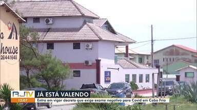 Entra em vigor decreto que exige exame negativo para Covid-19 em Cabo Frio - Medida é aplicada para quem chega de ônibus de turismo ou já tenha reserva de hospedagem.