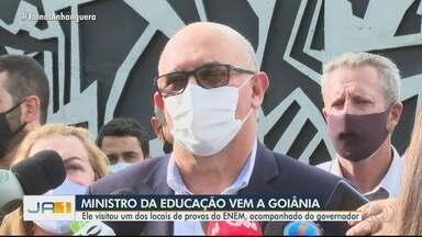 Ministro da educação visita locais de prova durante 1º domingo do Enem, em Goiânia - Milton Ribeiro fez visita acompanhado do governador Ronaldo Caiado (DEM).