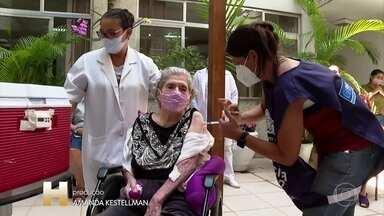 Vacina está em todos municípios do estado do Rio; Covid avança na capital - Idosos que vivem em asilos e indígenas já estão sendo vacinados