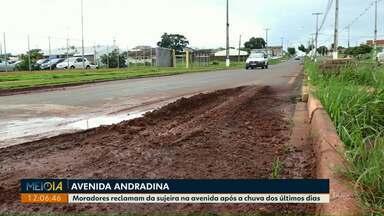 Telespectadora faz imagens da sujeira na avenida Andradina após as chuvas - Prefeitura informou que a tubulação no local será verificada.