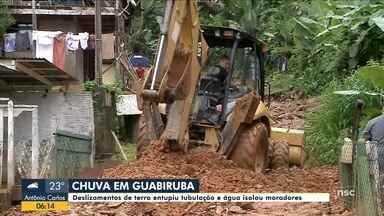 Deslizamentos de terra entope tubulação e água isola moradores em Guabiruba - Deslizamentos de terra entope tubulação e água isola moradores em Guabiruba