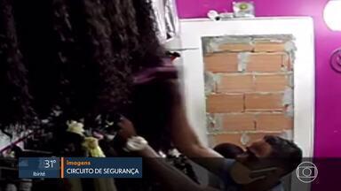 Polícia prende suspeitos de roubo de cabelo em loja de BH - Um dos receptadores também foi preso. Outro continua sendo procurado.