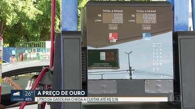 Postos de combustíveis já repassaram aumento para consumidor - Em alguns locais, litro chega a custar R$ 5,18.