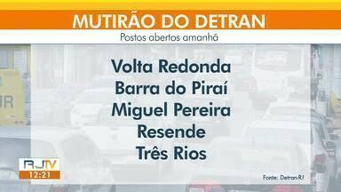 Detran abre vagas para mutirão neste sábado em cinco cidades da região - Atendimentos serão feitos em Barra do Piraí, Volta Redonda, Três Rios, Miguel Pereira e Resende. Motoristas podem fazer a marcação pela internet ou por telefone.