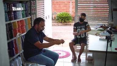 Guri do Crochê - Mário conhece o Guri do crochê, que faz uma renda extra com artesanato.