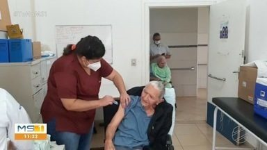 Veja como fica o cronograma de vacinação de idosos no interior de MS - Serão imunizados pessoas com mais de 80 anos, diz SES