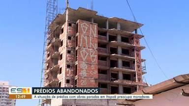 Prédios com obras paradas em Itapoã em Vila Velha preocupa moradores, no ES - Assista.