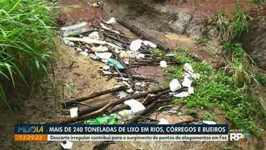 Prefeitura retira mais de 240 toneladas de lixo de rios, córregos e bueiros em Foz - Descarte irregular contribui para o surgimento de pontos de alagamentos na cidade.