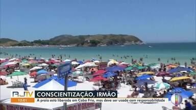 Praias de Cabo Frio estão liberadas para banho mas deve ser usada com responsabilidade - Fim de semana de calor atrai banhistas e pode gerar aglomerações.