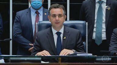 Rodrigo Pacheco (DEM-MG) é eleito presidente do Senado - Apoiado pelo presidente Jair Bolsonaro, o senador Rodrigo Pacheco venceu a senadora Simone Tebet (MDB-MS) por 57 votos a 21. Ele vai presidir a Casa nos próximos dois anos.