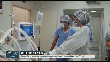 Veja as profissões que mais abriram vagas em Ribeirão Preto, SP, em 2020 - Trabalhadores da saúde, transporte de mercadoria, linha de produção e construção de edifício são as áreas que mais contrataram.