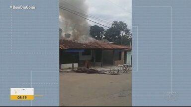 Incêndio atinge bar e restaurante em Pirenópolis - Cerca de 80% das instalações foram destruídas pelo fogo.