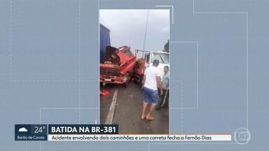 Acidente entre dois caminhões e uma carreta fechou a Fernão Dias, em Betim - Por causa do acidente, a rodovia ficou fechada por cerce de duas horas e meia. Ninguém ficou ferido.