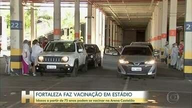 Fortaleza faz vacinação em estádio - Idosos a partir de 75 anos podem se vacinar na Arena Castelão.