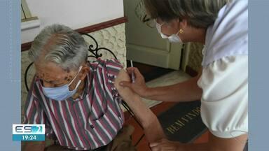 Idoso de 102 anos é um dos primeiros a ser imunizado em Alegre, ES - Confira na reportagem.