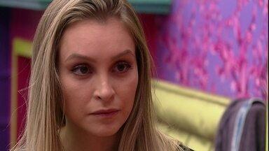 Carla Diaz pergunta para Karol Conká: 'Quem criou essas coisas foi você?' - Sisters conversam no Quarto Colorido do BBB21