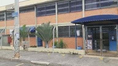 Escolas de Indaiatuba e Piracicaba confirmam casos de covid-19 entre funcionários - Em Indaiatuba, uma professora testou positivo para Covid-19 e 8 alunos que tiveram contato com ela foram isolados. Em Piracicaba, três funcionários de escolas diferentes também testaram positivo.
