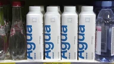 Startup lança água mineral em caixinha de papelão - Empresa aposta no consumo sustentável com uma embalagem 100% reciclável e com 82% da matéria-prima renovável, feita de papel, plástico de cana-de-açúcar e alumínio.