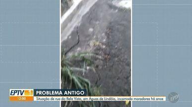 Deslizamento em mata interdita rua em Águas de Lindóia - Segundo relatos dos moradores do local, o problema acontece desde 2017 em rua do bairro Bela Vista.