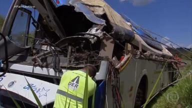 Tragédia em Taguaí: investigação revela que não houve falha no sistema de freios do ônibus - Um ônibus bateu de frente com um caminhão com 42 mortos. Fantástico mostra o resultado da perícia do acidente com o maior número de vítimas dos últimos 20 anos em estradas de SP.
