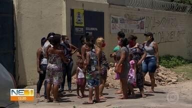 Mães da comunidade do Coque relatam dificuldades para matricular filhos em escolas - Telefone para contato não funciona mesmo com a abertura de vagas remanescentes para estudantes.