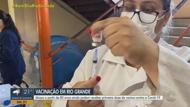 Rio Grande vacina contra Covid-19 em idosos acima de 85 anos - Imunização acontece das 9h às 17h, nesta terça-feira (23). Cerca de 100 doses de vacinas estão disponíveis para esse grupo prioritário.