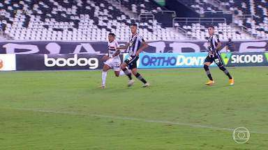 Mesmo com pênalti esquisito, Botafogo vence o São Paulo na penúltima rodada do Brasileiro - Mesmo com pênalti esquisito, Botafogo vence o São Paulo na penúltima rodada do Brasileiro