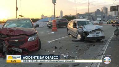 Dois carros batem em importante via de Osasco - Os dois motoristas ficaram feridos.