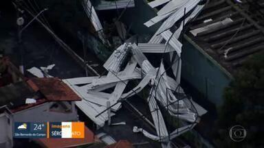 Temporal derruba telhado de escola na Zona Leste - Escola fica no bairro Curuçá
